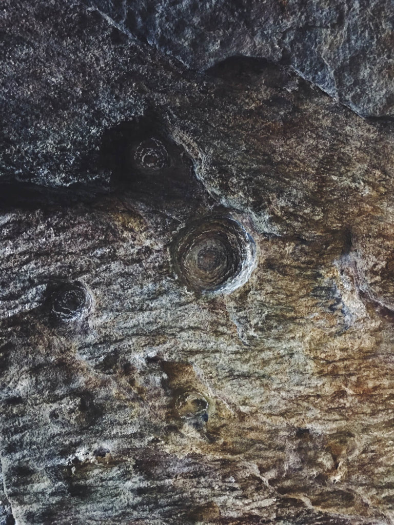 Traigh Bnan na Sgurra Cave Carving